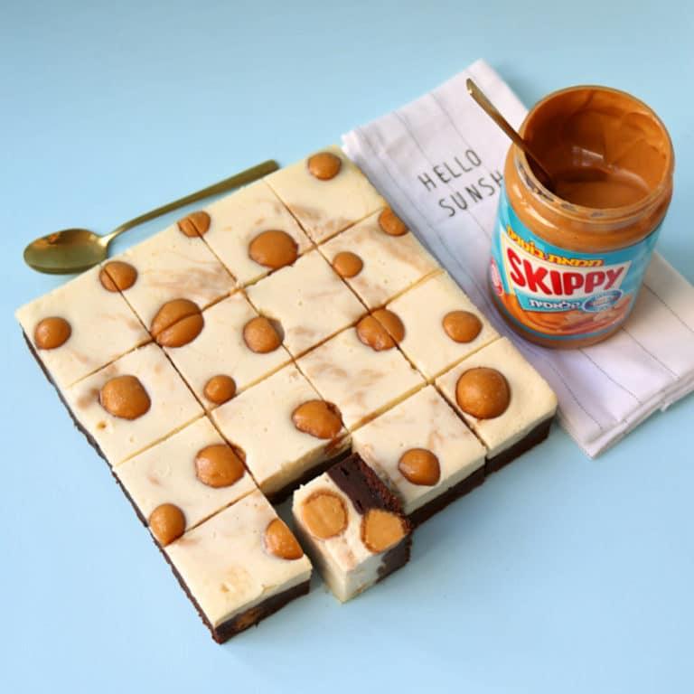 בראוניז עוגת גבינה וכדורי חמאת בוטנים